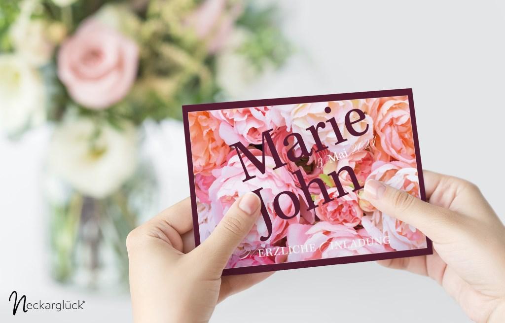 Hochzeitseinladungskarte der Serie Floral Explosion von Neckarglück